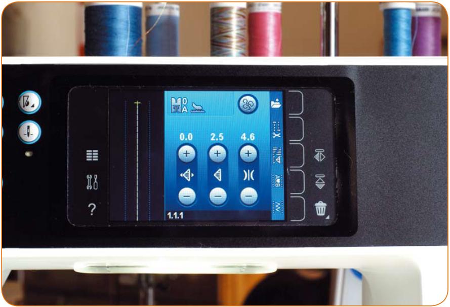 Сенсорный экран этой продвинутой модели марки Pfaff подсказывает необходимые настройки
