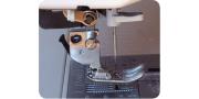 Прижимная лапка швейной машинки: замена и размещение ткани